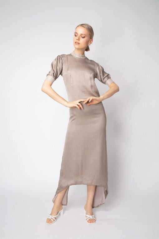 Figure-hugging dress with lace details