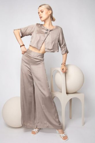Elegant flared trousers in light cotton satin